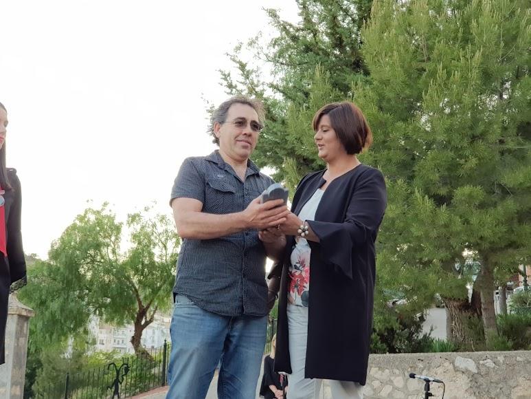 Juan José Martínez Asensio, gerente de Bio Chirivel (repostería ecológica), recoge el Premio Empresa.