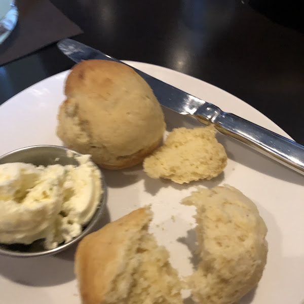 Gluten free rolls and delicous garlic butter!