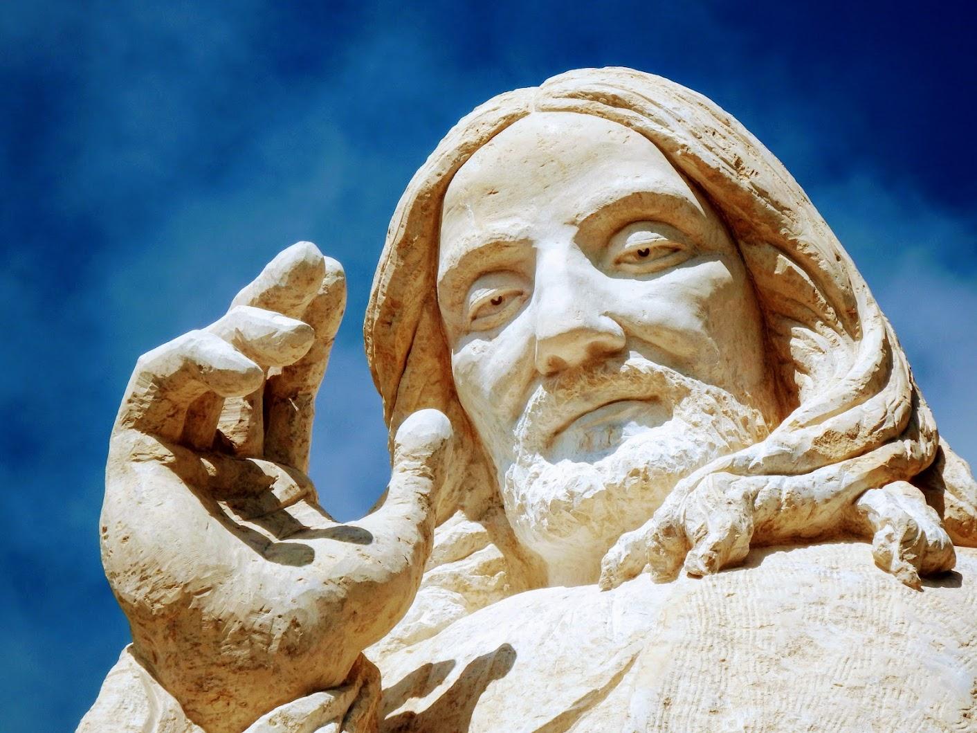 Pilisszántó - Áldást osztó Jézus-szobor