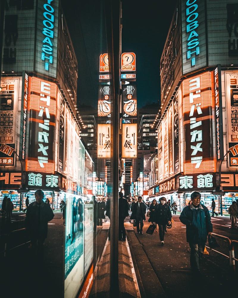reflection in Tokyo di AntonioSb