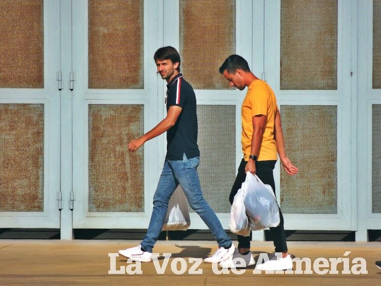 Agenjo y Borja camino de la sede rojiblanca.