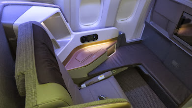Photo: New business class bulkhead seat Singapore Air's new B777-300ER
