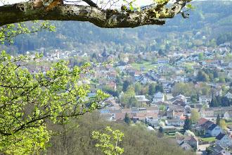 Photo: Siersburg, im Hintergrund die Pfarrkirche St. Martin