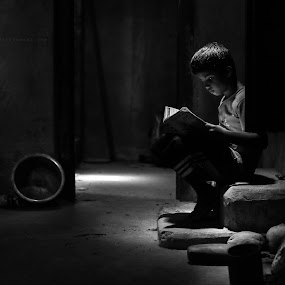 Don't blame life by Milind Shirsat - Black & White Portraits & People ( blackand white, candid, travel photography, kid )