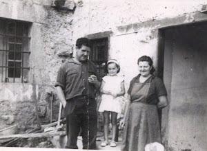 Photo: Julián, Manolita y Nela.