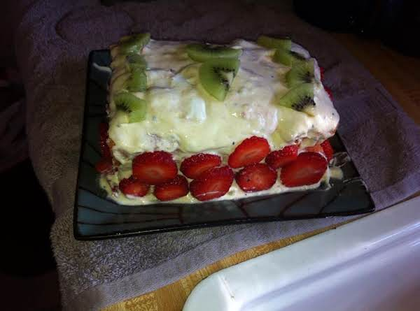 Strawberry-kiwi Gooey Cake