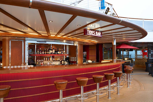 carnival-panorama-Tides-Bar.jpg - Located on the Lido Deck of Carnival Panorama, the Tides Bar is a poolside delight.