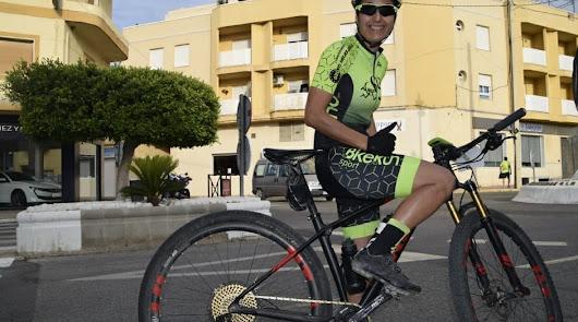 La ciclista almeriense que ganó La Desértica y el Open de Andalucía en 24 horas