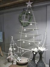 Photo: Simpel en toch zo bijzonder: kerstboom van takken bij Buurvrouw Mariëtte