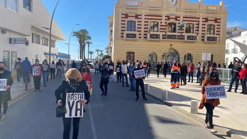 Manifestación de hosteleros y comerciantes exigiendo la reapertura de sus establecimientos el pasado sábado en Garrucha.