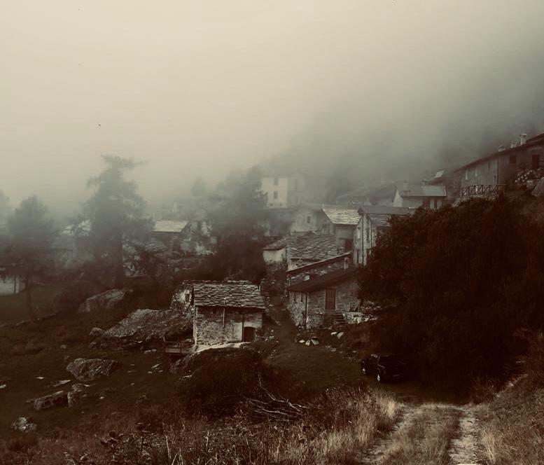 Paese fantasma di  Antonella Giuliani
