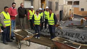 El director del SEPE y el alcalde visitan unas de las obras del PFEA.