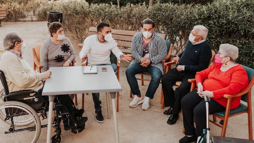 El sexólogo durante la entrevista en la Residencia de Mayores Fuente Vícar (Foto: Luis Verdegay).