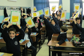 Photo: Remise d'ardoises offertes par une école française à l'école catholique melkite à Ramallah