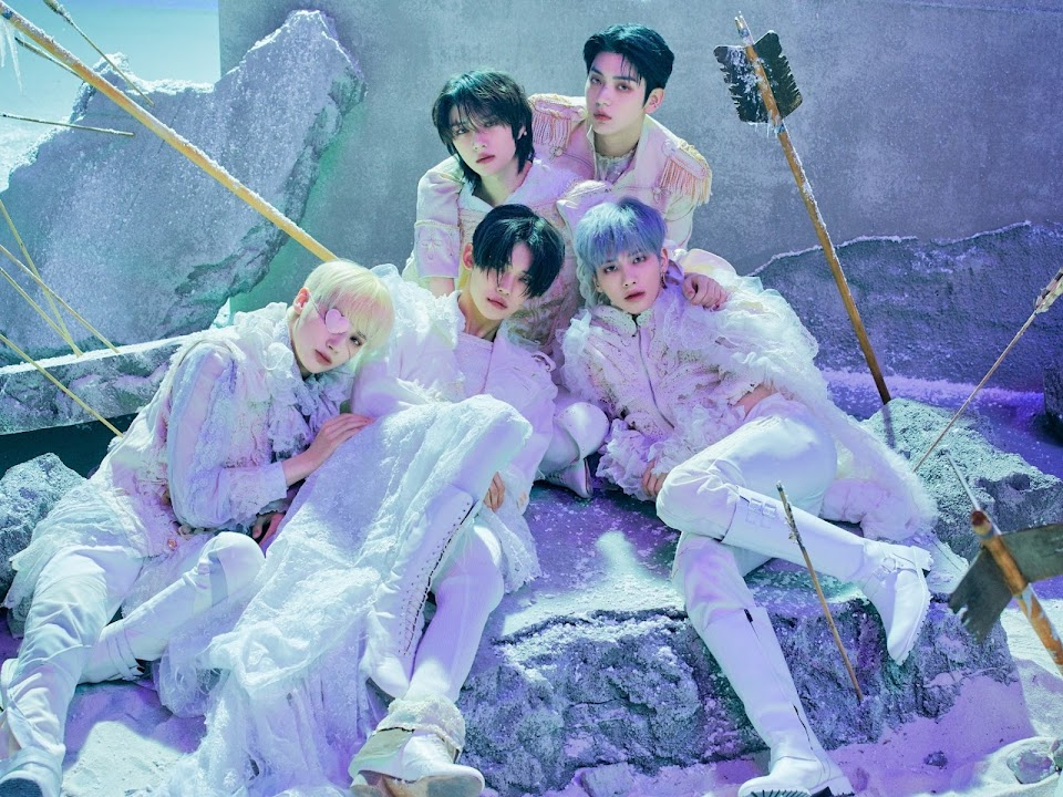 TXT_The Chaos Chapter FREEZE_WORLD_Concept Photo Group