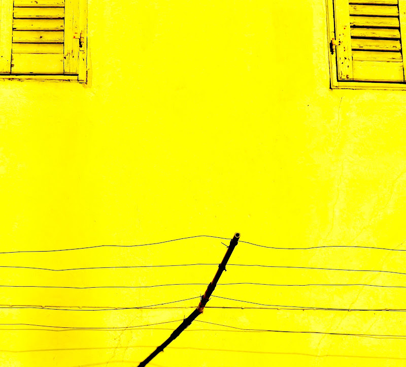 facciata giallo canarino di mariellaturlon