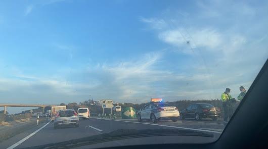 Reabierto el tráfico en la A7 tras estar cortado por el choque de dos camiones