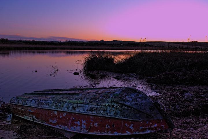 The boat and the purple di Luca Gallozza