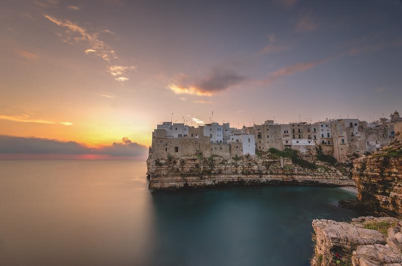 Alba a Polignano a Mare, Puglia. di Domenico Lacava