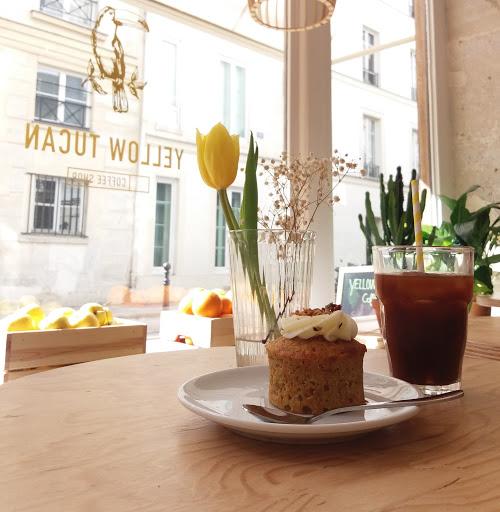 Yellow Tucan Coffee shop Ice coffee carrot cake