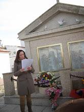 Photo: Un momento del acto del cementerio