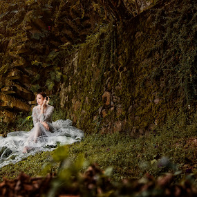 In the forest 2 by Ken Raven - Wedding Bride ( wedding photography, wedding dress, potraits of women, portrait, potraiture, portrait photographers, prewedding, weddings, wedding, pre wedding, portraits and people, wedding photographer, bride and groom, bride, potraits )