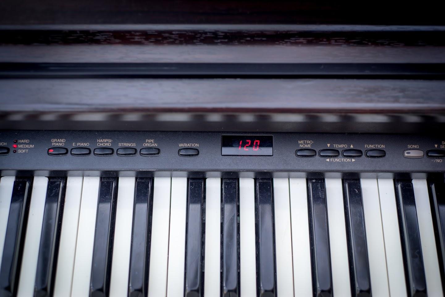 Yamaha arius full size digital piano 88 key weighted for Yamaha full size keyboard with 88 keys