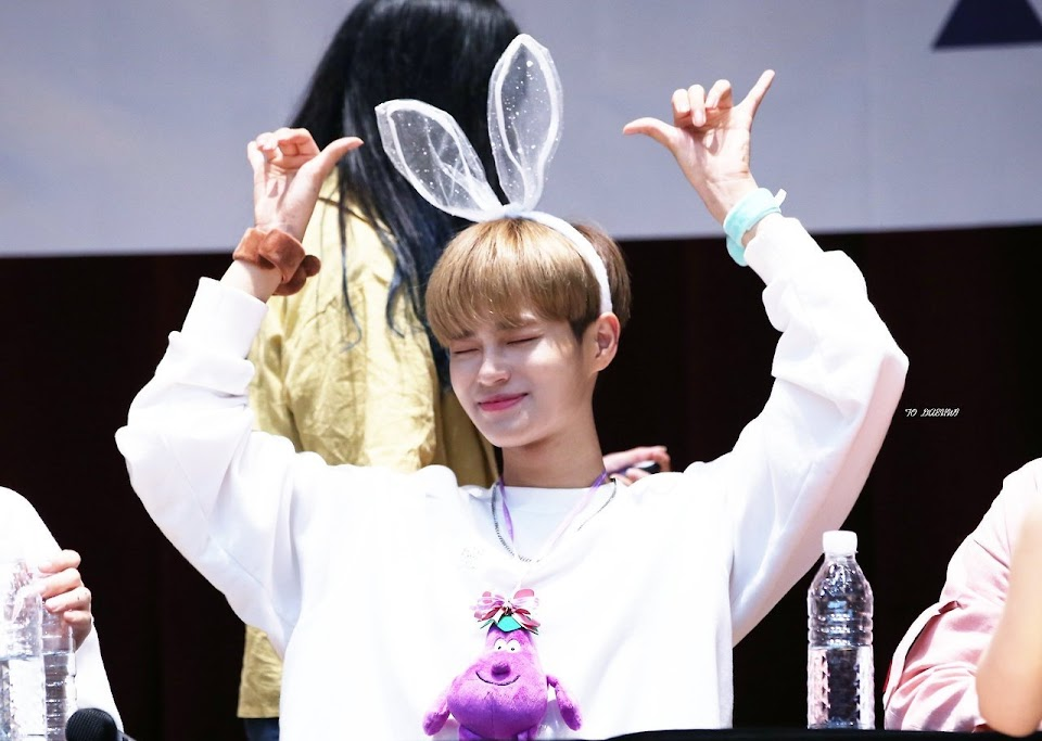 wanna one fansign1