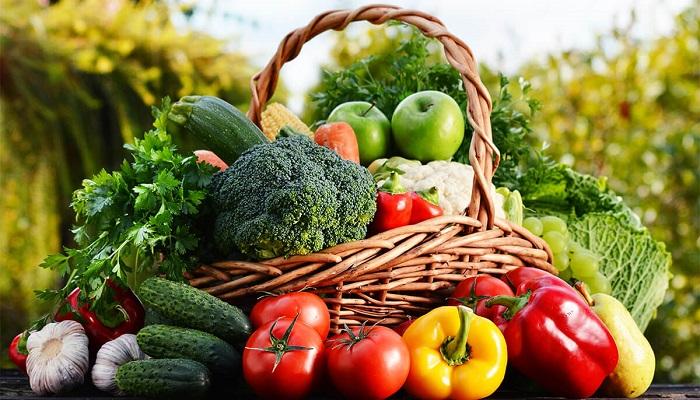 Bổ sung rau củ quả và trái cây giúp làm mềm phân, hạn chế táo bón
