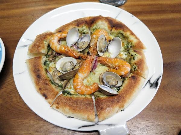 好Der -- 專賣義式窯烤披薩和鍋燒麵的文青咖啡店