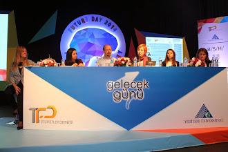 Photo: Soldan sağa: Moderatör: Yrd. Doç Dr. Neva Yalman, Kına Demirel , Nuri Çankaya, Ufuk Tarhan, Işıl Olca, Begüm Barış www.gelecekgunu.org