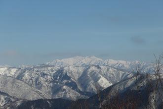 少し引いて白山と周辺の山々