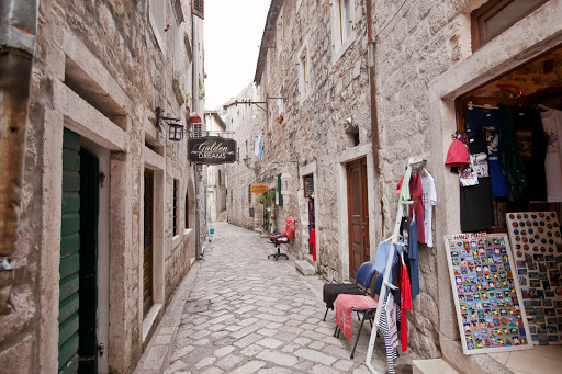 Kotor-alleyway.jpg - One of the lanes, lined with shops, along Kotor's Stari Grad, or Old Town.