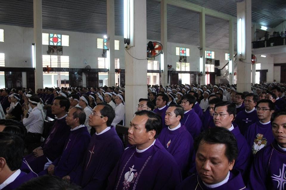 Lễ an táng ông cố Giacobe Đỗ Trí có đến 3 Đức Cha, hơn 300 linh mục - Ảnh minh hoạ 3