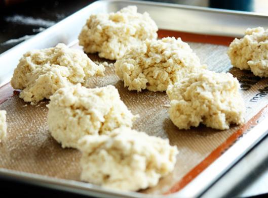 BISQUICK SHORTCAKE:1. Heat oven to 425 F. 2. Stir Bisquick mix, milk, 3 Tbsp...