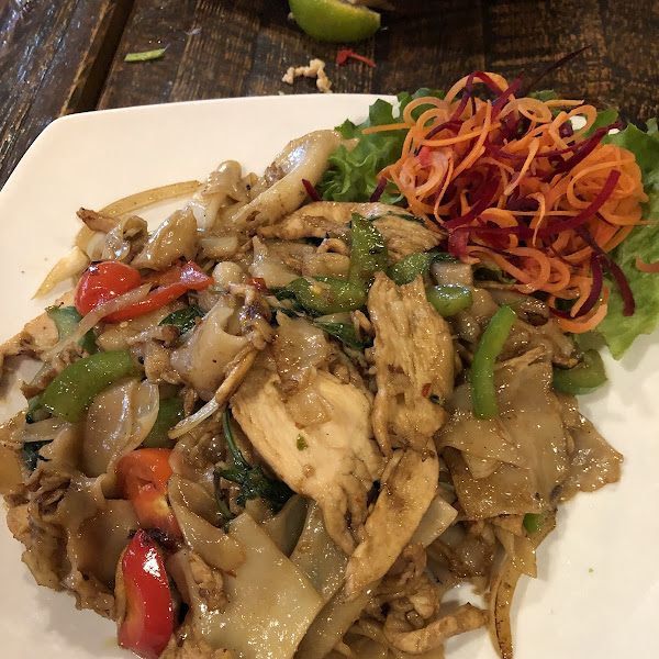 Chicken drunken noodle