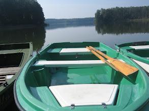 Photo: Łodzie na jeziorze Wędromierz, jednym z wielu jezior na Pojezierzu Lubuskim. Obowiązuje tu zakaz używania łodzi motorowych, za to prowadzi przez ten akwen szlak kajakowy.