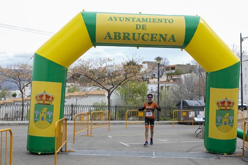 Bernardo Rubio cruzando la meta.