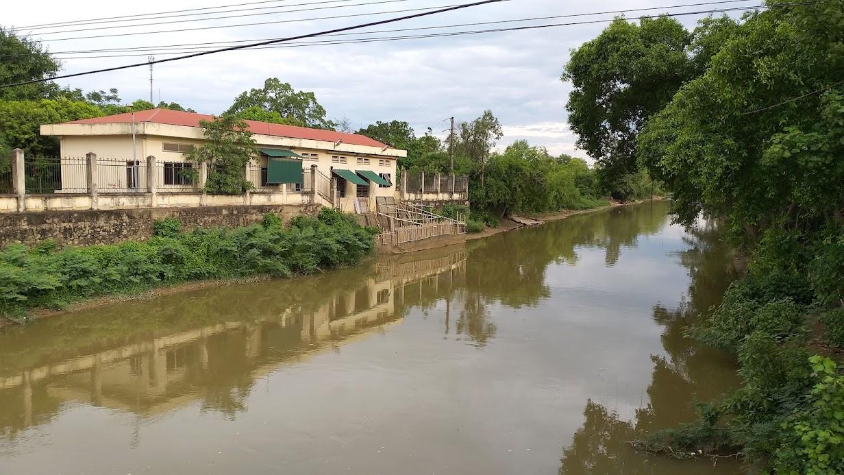 Khi nước sông Lam quá đục hoặc Nhà máy nước sông Lam có sự cố thì các Nhà máy nước Cầu Bạch, Hưng Vĩnh được lấy nước sông Đào để sản xuất nước sạch