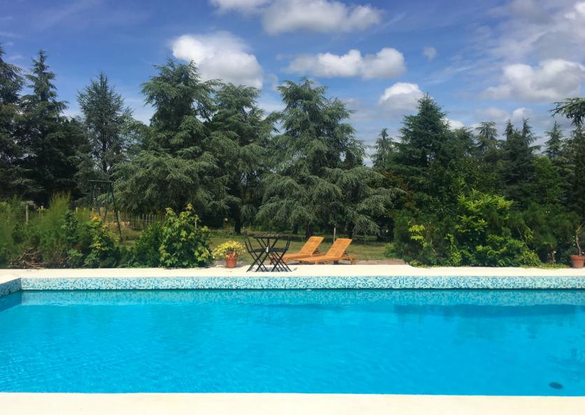 Fêter son anniversaire au bord d'une piscine privée à Bordeaux