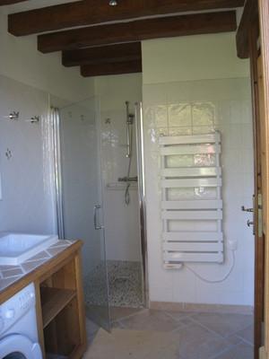 salle-de-bain-au-rdc-wc-independant-accessible-handi