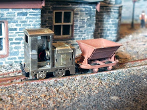 Photo: 006 Ruston LA posed with a Parkside Dundas Hudson skip wagon as an illustration of how small this little locomotive is. The approximate dimensions are: wheelbase 10.5mm, length of body: 25.5mm (not incl bufferbeams), width 13mm, height to top of cab 26.5mm