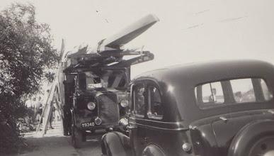 Photo: 1950 På vej til kaproning på Bagsværd Sø.