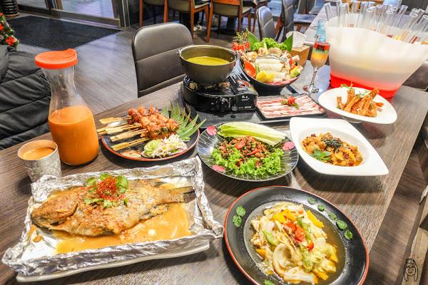 台南永康 「凸凹泰式餐廳」適合聚會、聚餐的餐廳,主打開胃泰式料理,還有調酒、試管酒等著你!晚上還會有駐唱人員現場演唱喔!