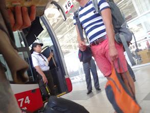 Photo: Pani kontroluje, jestli si náhodou nechceš vzít do autobusu bambitku.