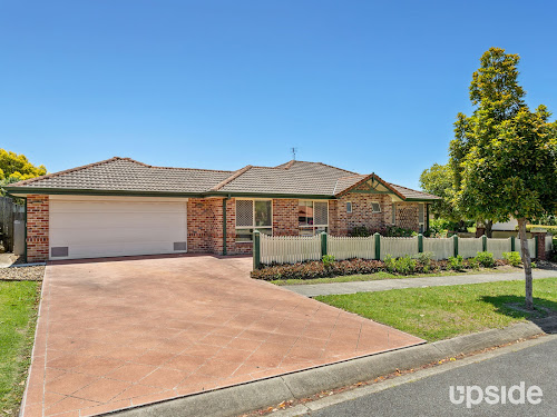 Photo of property at 2 County Close, Parkwood 4214