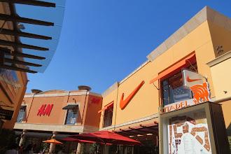 Photo: Los Angelesin outlet ulko-ostoskeskus