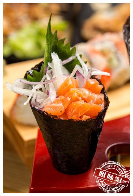 豐日式居酒屋鮭魚洋蔥手卷