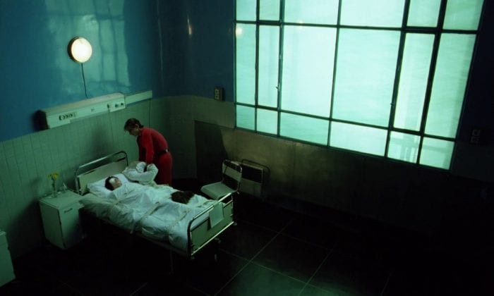 Zorg kills Betty in her hospital bed with a pillow