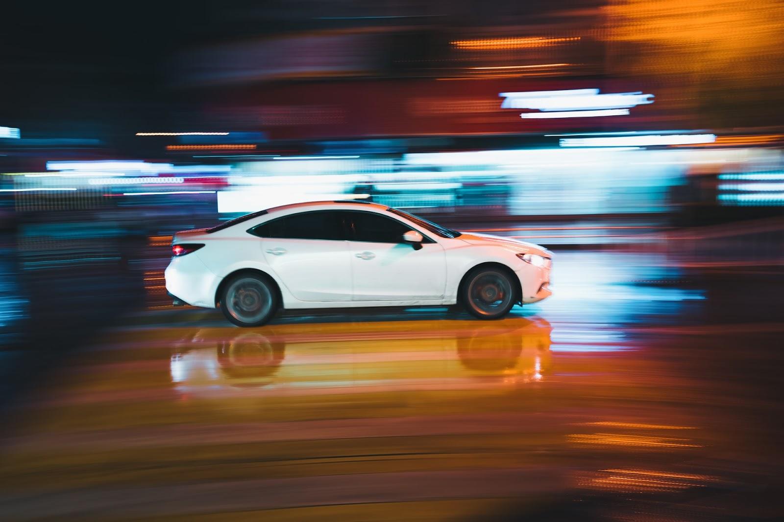 Os carros sedans têm um valor de aquisição superior ao de outras categorias, como os hatches. (Unsplash/Reprodução)